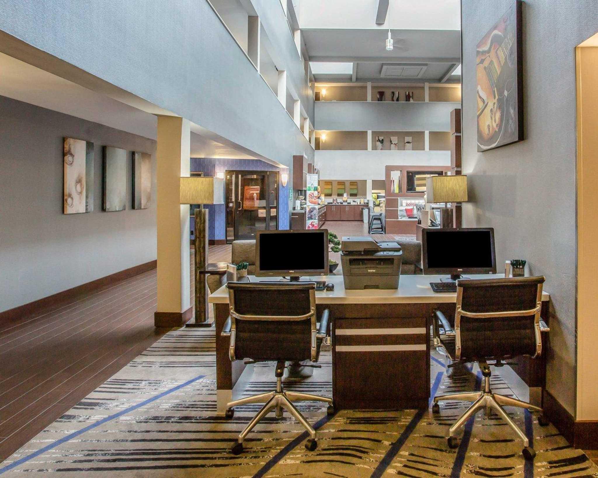 Quality suites nashville airport nashville tennessee tn for Hilton garden inn nashville airport