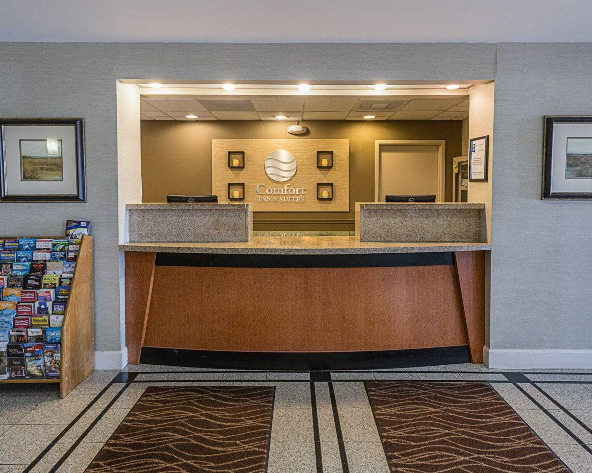 Red Roof PLUS+ San Antonio Downtown - Riverwalk is a % smoke-free, family-friendly hotel in Downtown San Antonio, Texas. We are one of the best budget hotels located just minutes away from world-famous the San Antonio Riverwalk.