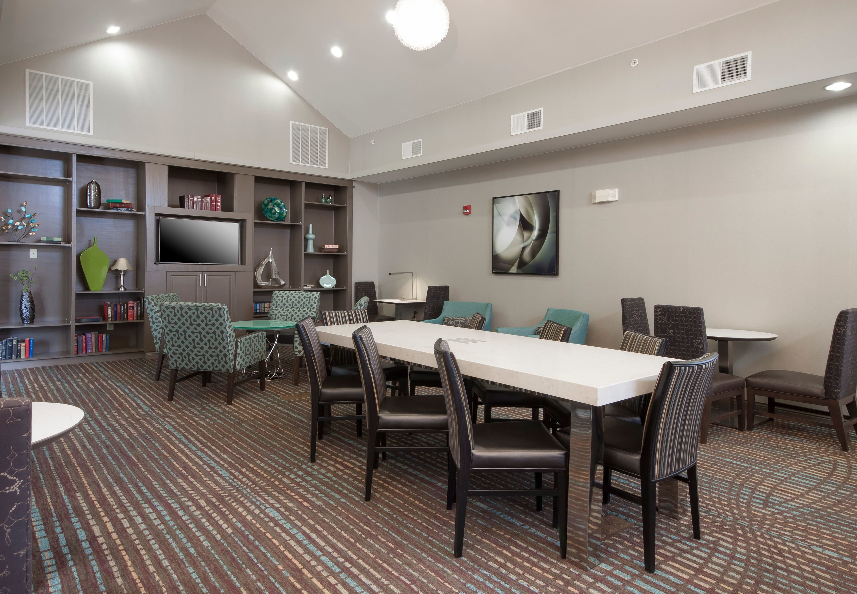 residence inn by marriott des moines west at jordan creek. Black Bedroom Furniture Sets. Home Design Ideas
