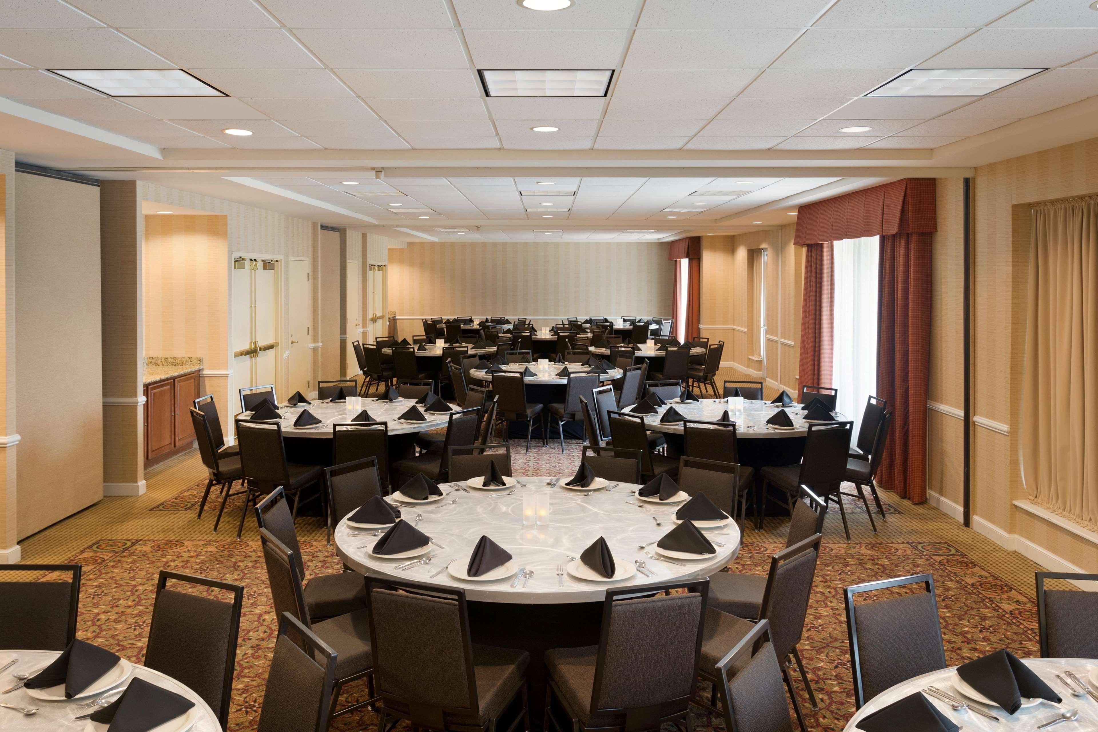 Hilton Garden Inn Chicago Oakbrook Terrace In Oakbrook Terrace Il 60181