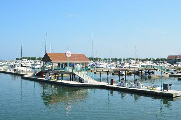 Reef point marina in racine wi 53403 for Racine harbor fishing report
