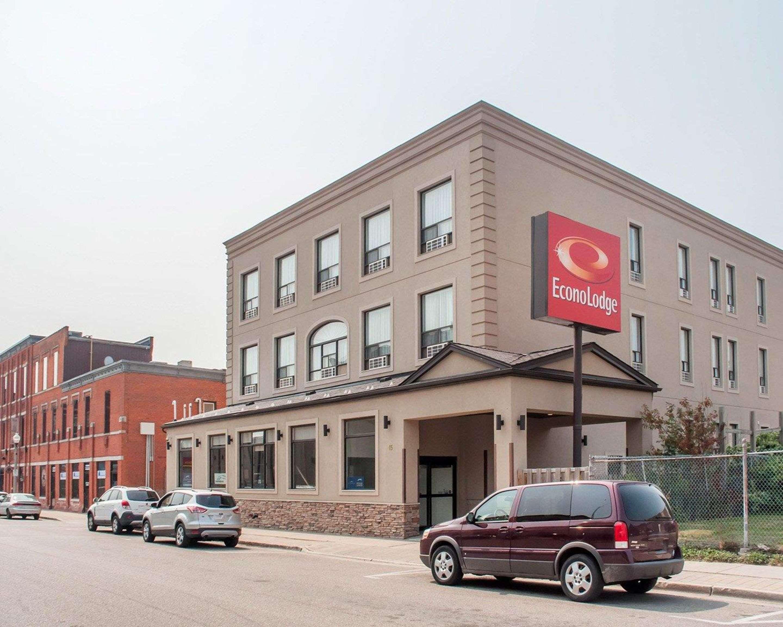 Hotel exterior Econo Lodge Woodstock (519)533-6066