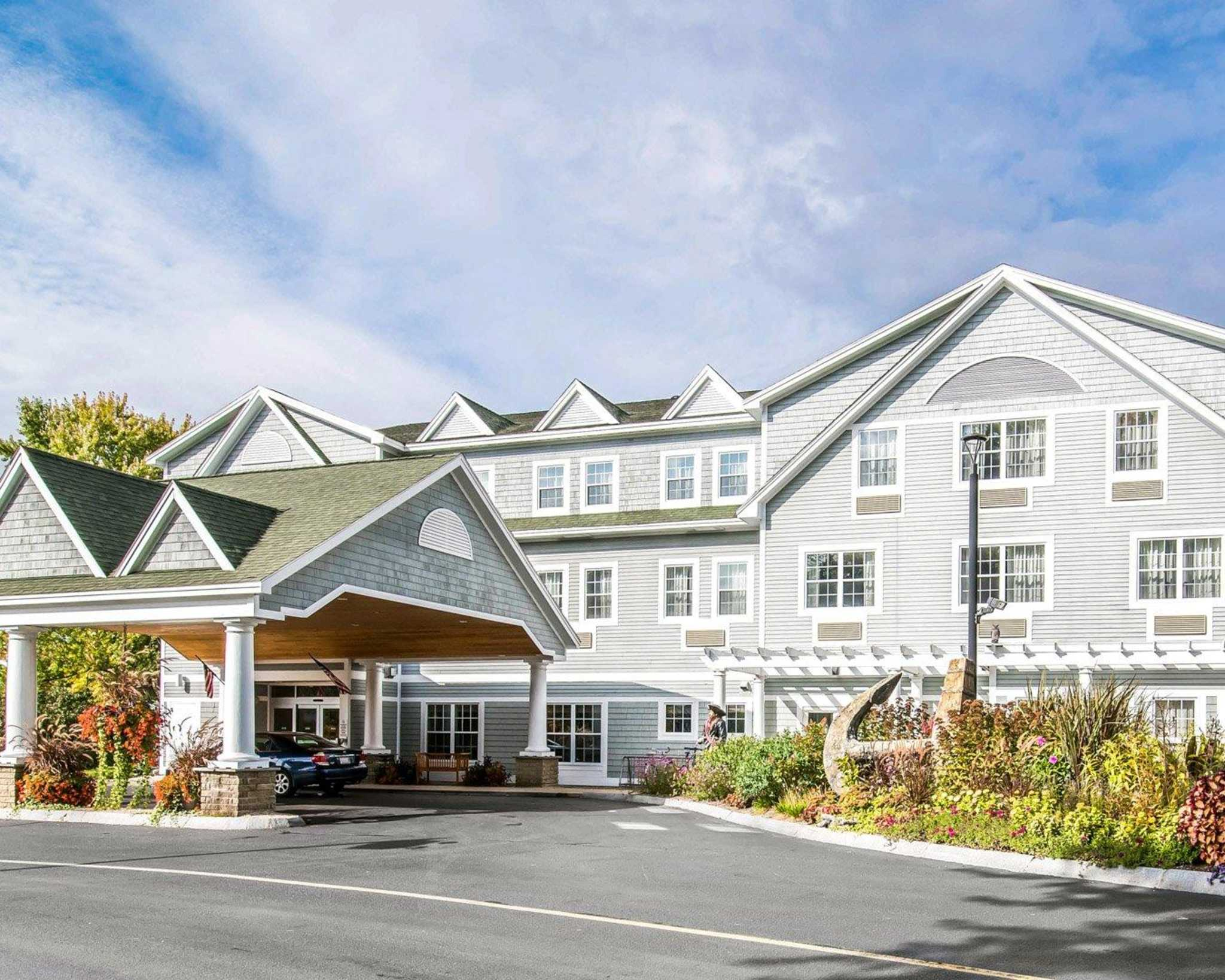 comfort inn suites north conway new hampshire nh. Black Bedroom Furniture Sets. Home Design Ideas