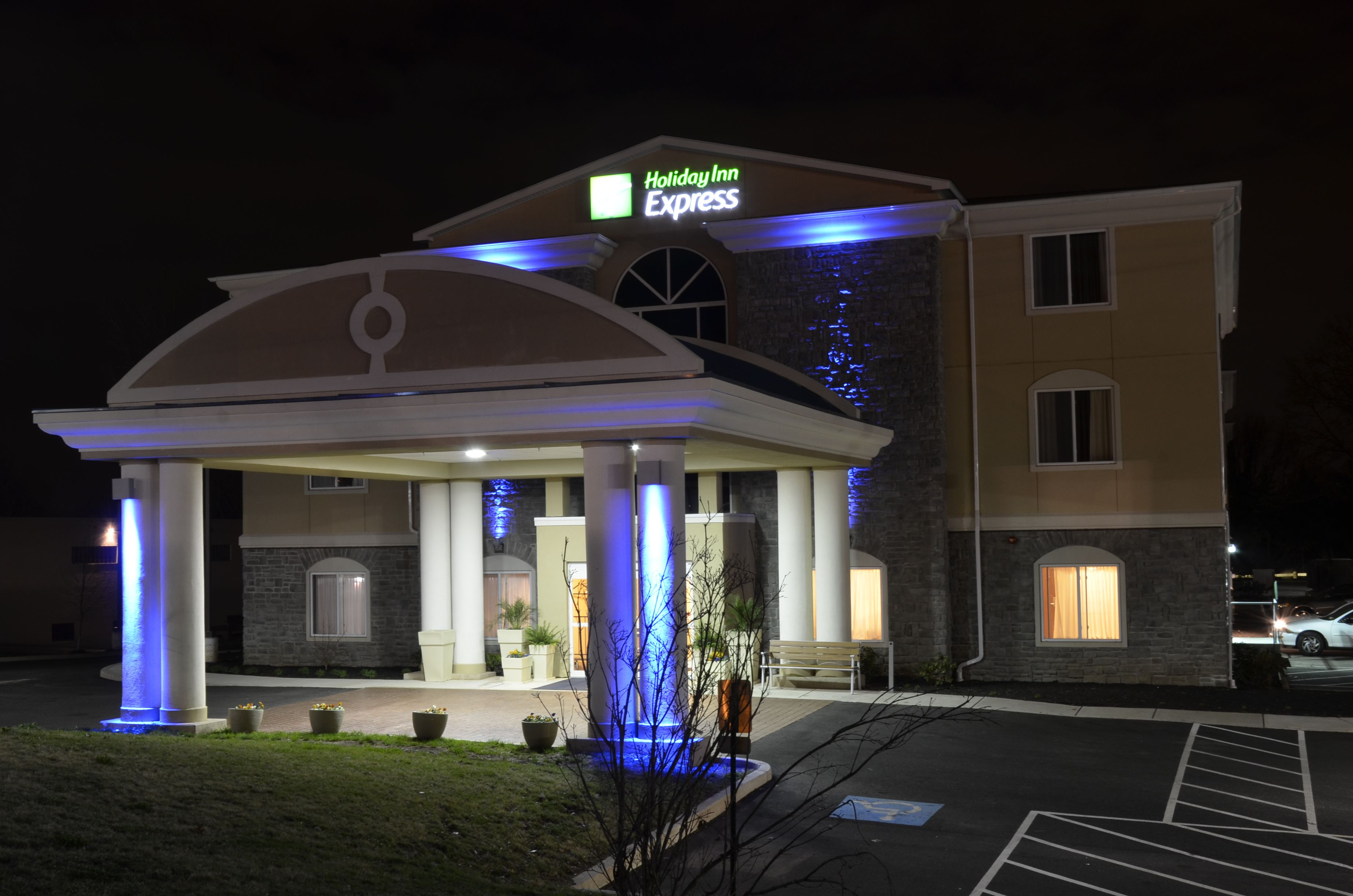 holiday inn express suites newberry in newberry sc 29108. Black Bedroom Furniture Sets. Home Design Ideas
