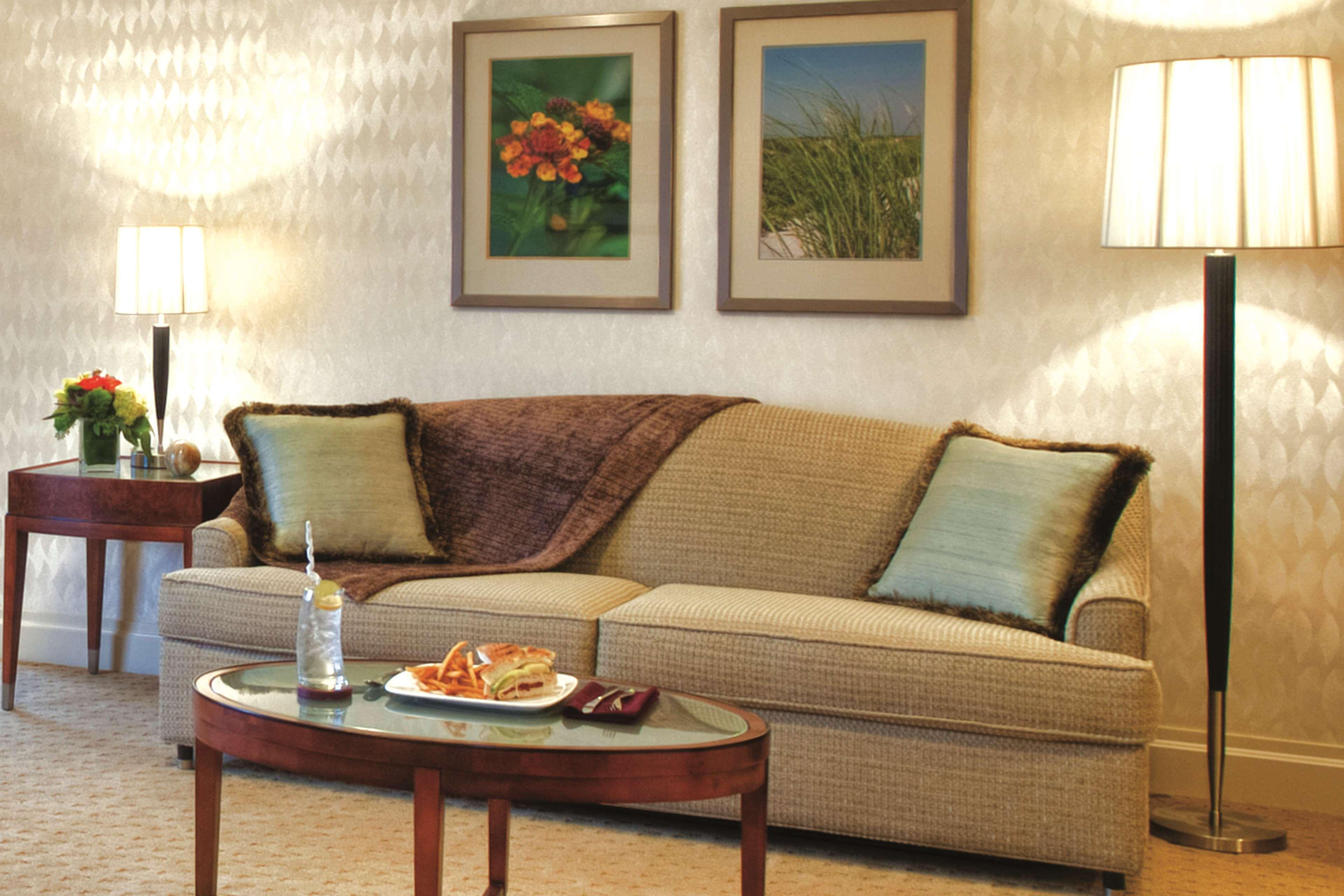 Viana Hotel Westbury New York