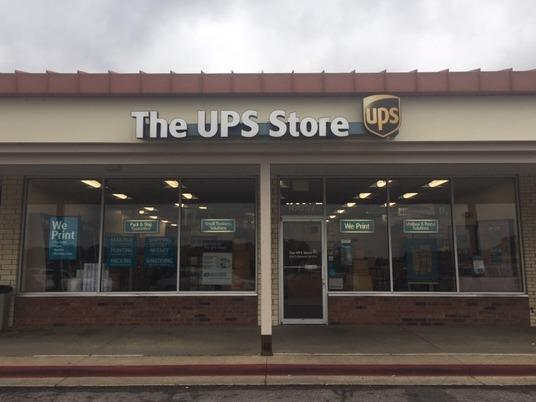 Exterior storefront image of The UPS Store #4775 in Independence, MO