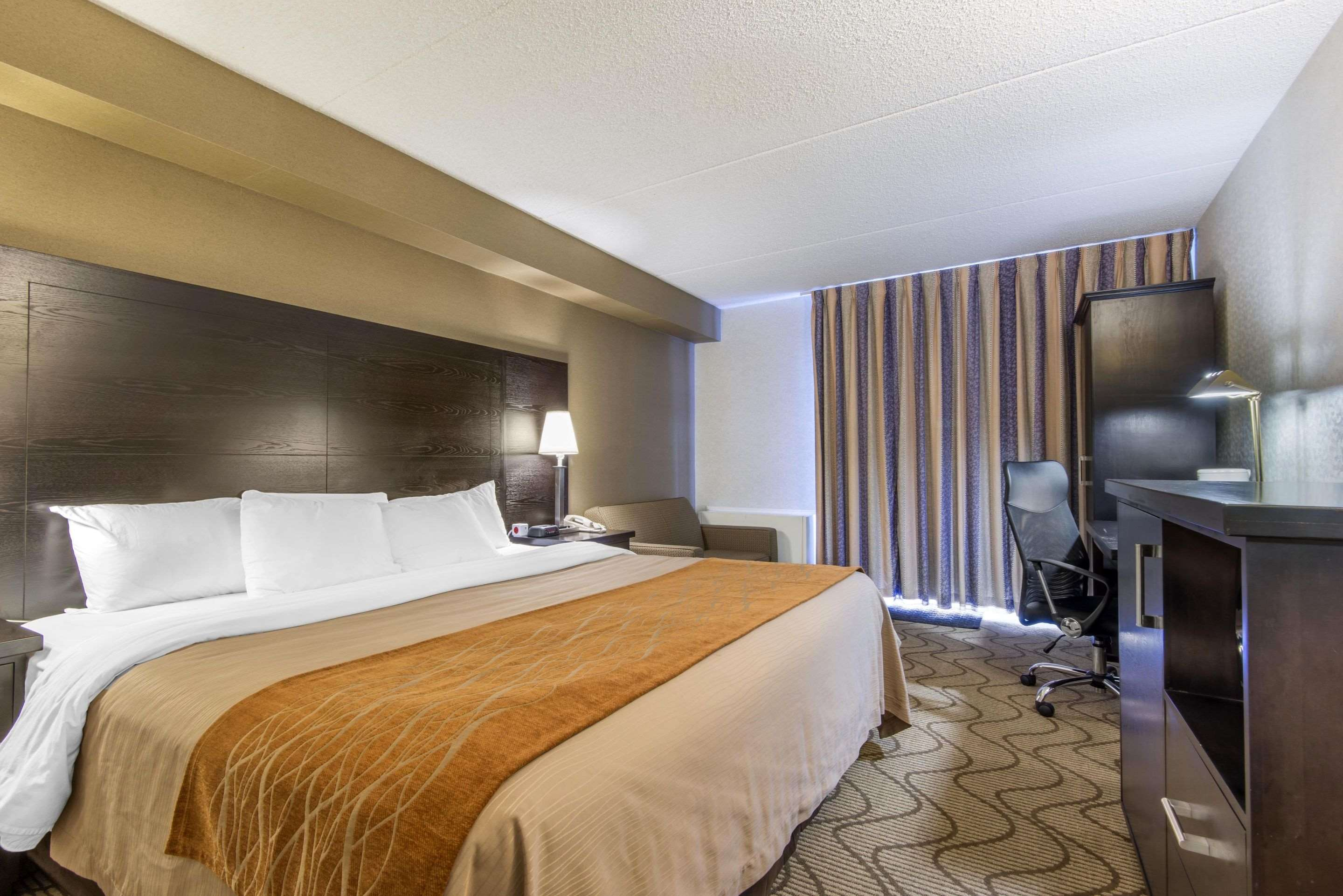 Comfort Inn in North Bay: Spacious guest room