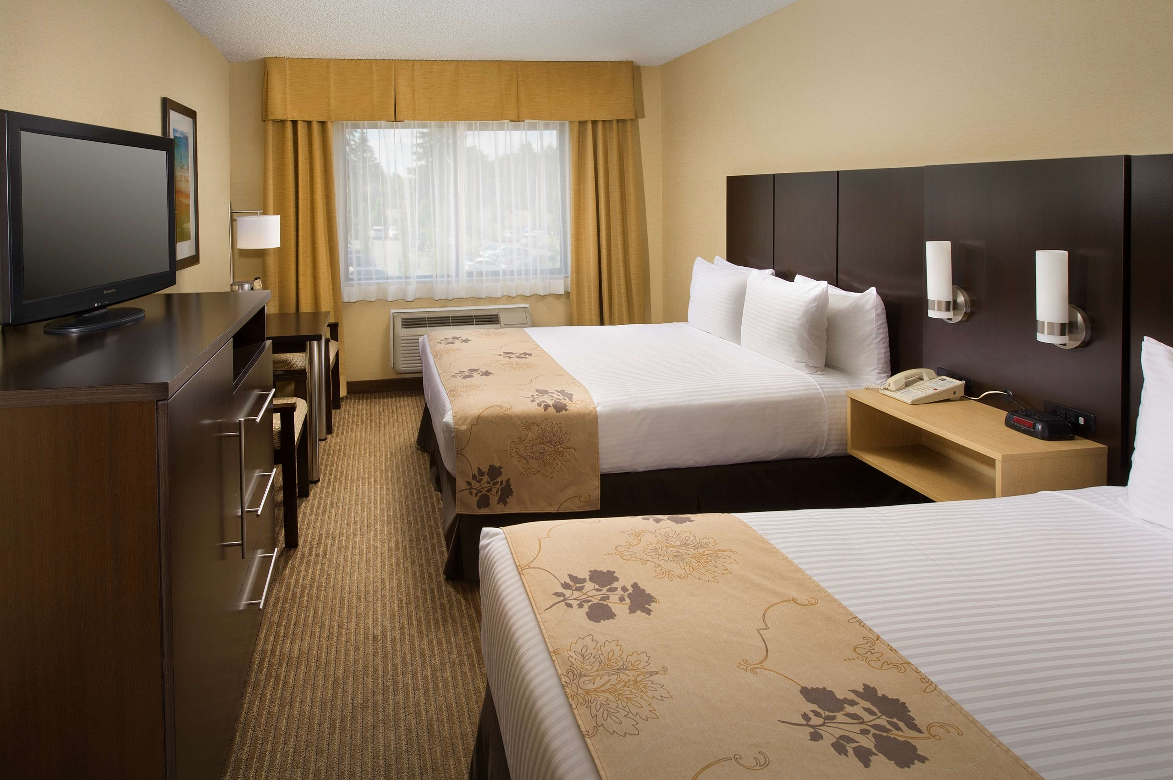Double Queen Guest Room Best Western Seattle Airport Hotel Seattle (206)878-3300