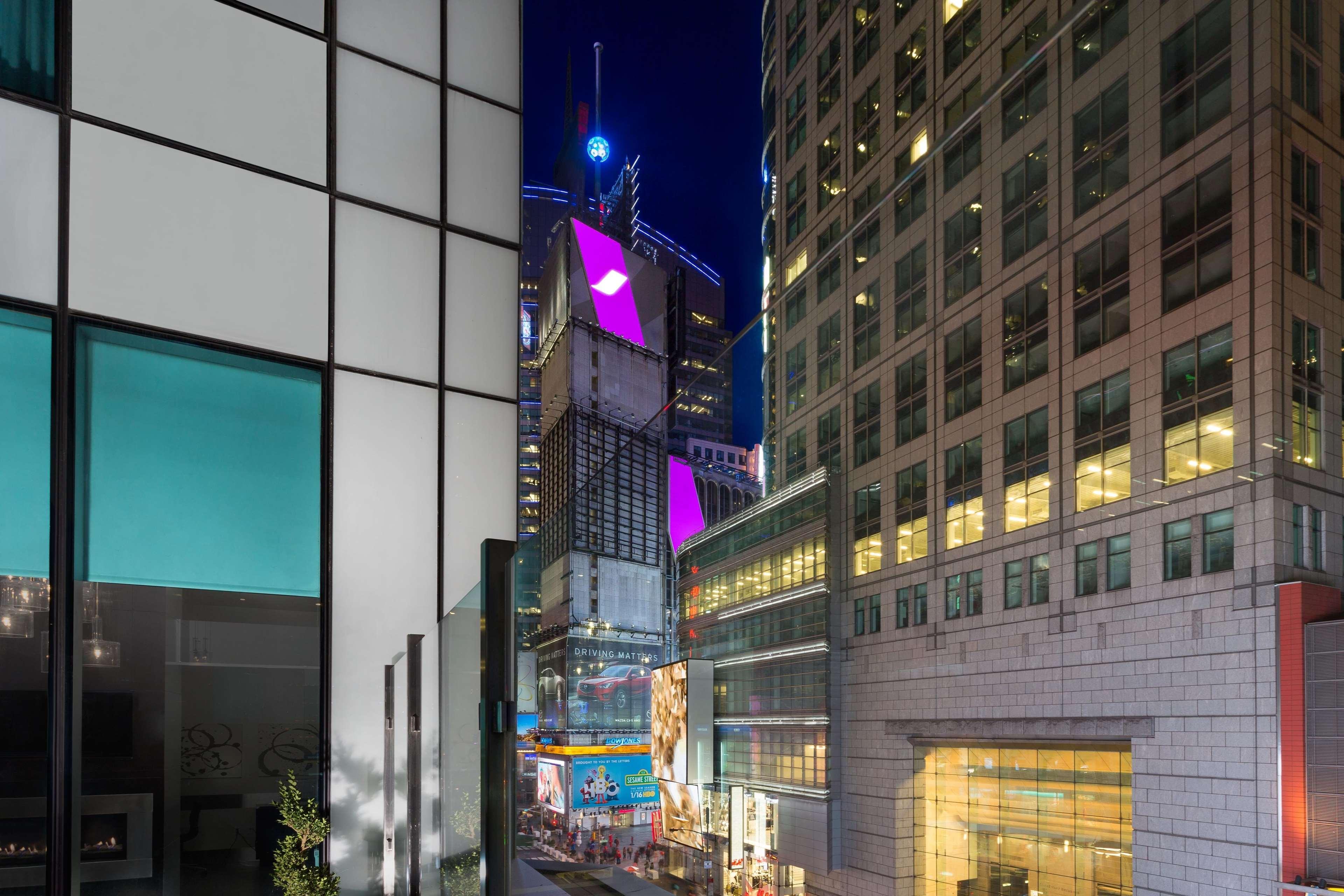Hilton Garden Inn New York Times Square Central In New York Ny 10036