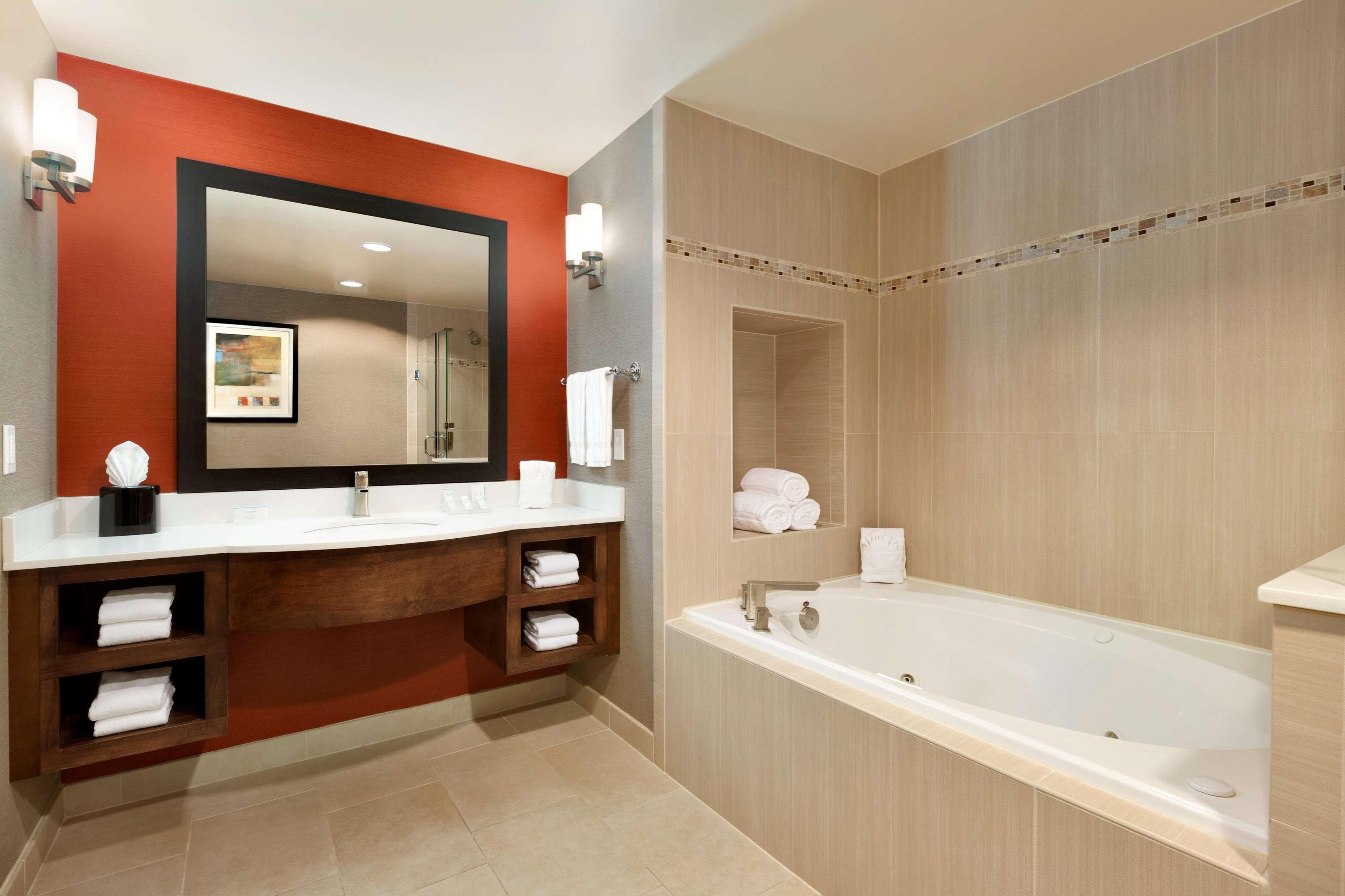 Hotels Near Nw Lr