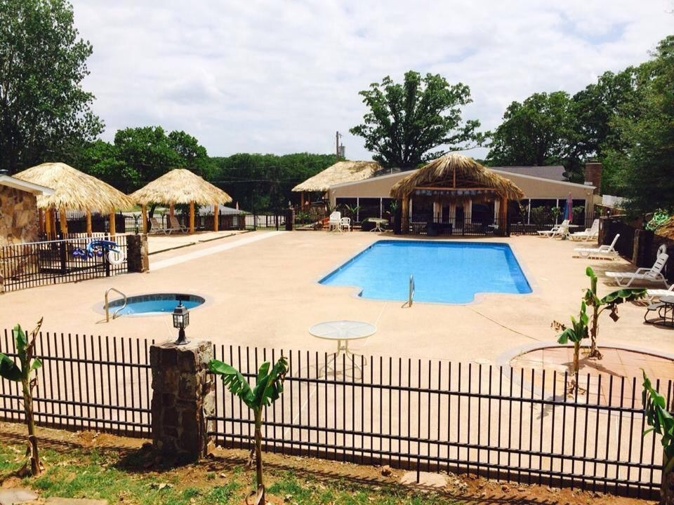Lake texoma lodge and resort in mead ok 73449 for Lake texoma cabins with hot tub