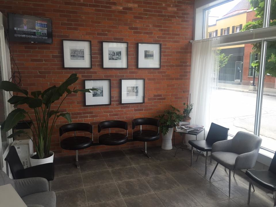Wispers Hair & Day Spa in Cambridge: Reception Room