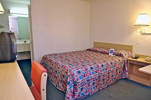 Motel 6 Denver Central - Federal Boulevard image 3