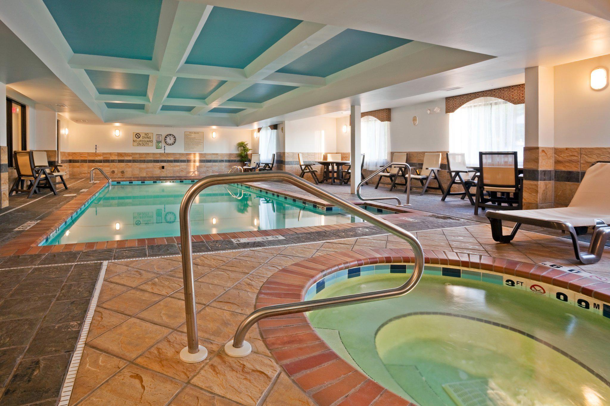 Holiday Inn Express Amp Suites Birmingham Inverness 280