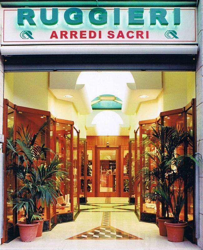 Ruggieri arredi sacri articoli e ornamenti religiosi for Arredi sacri milano