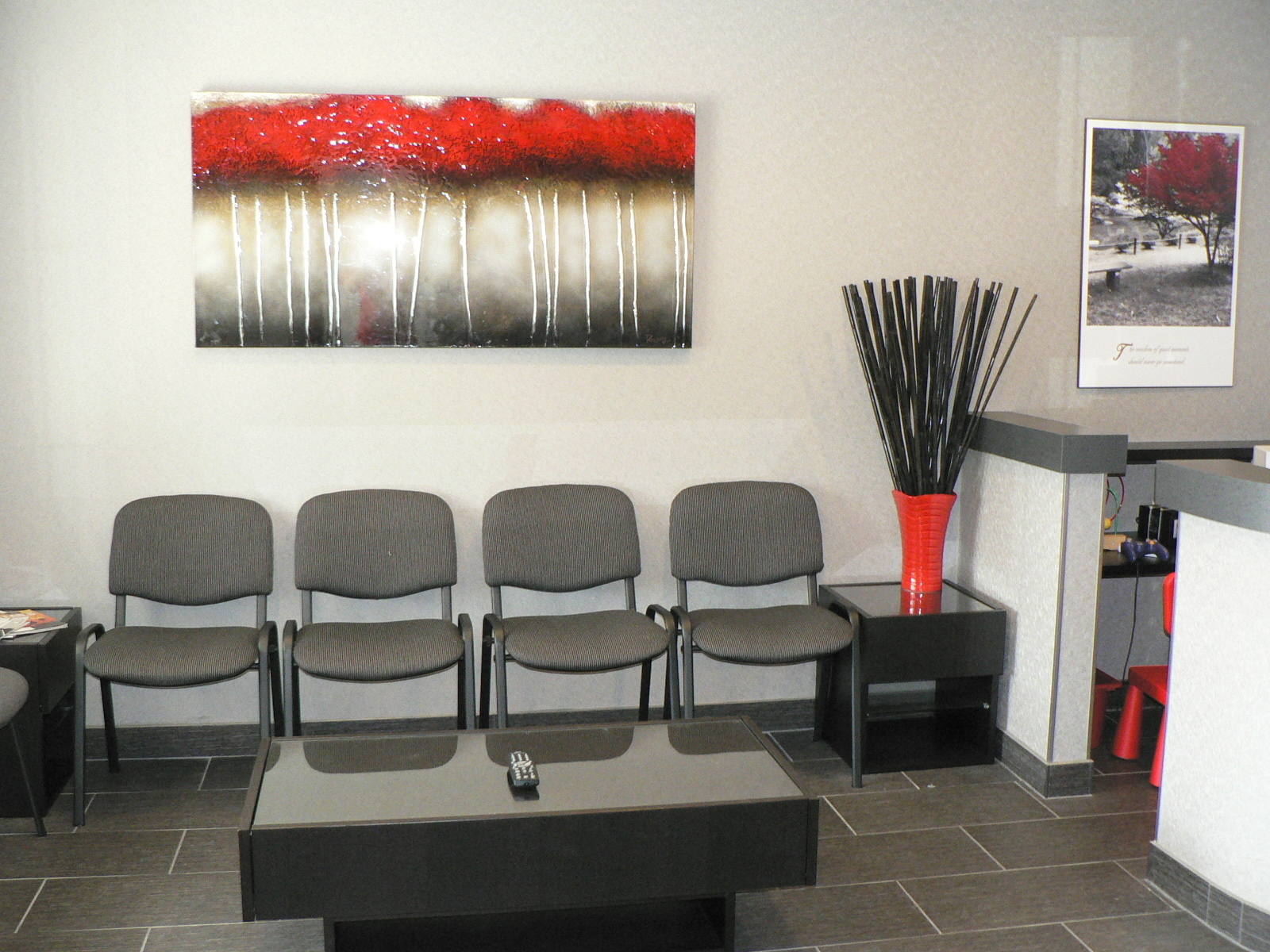 Meadowlands Dental Office in Ancaster: Front reception area where you won't wait for long!