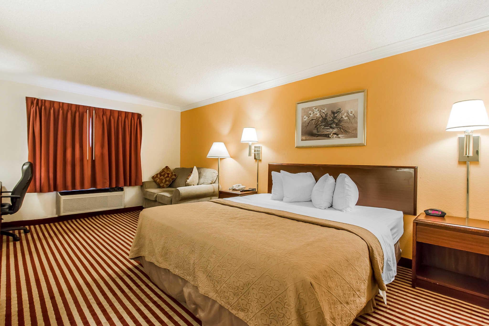 Econo Lodge Inn  U0026 Suites  Bloomington Illinois  Il