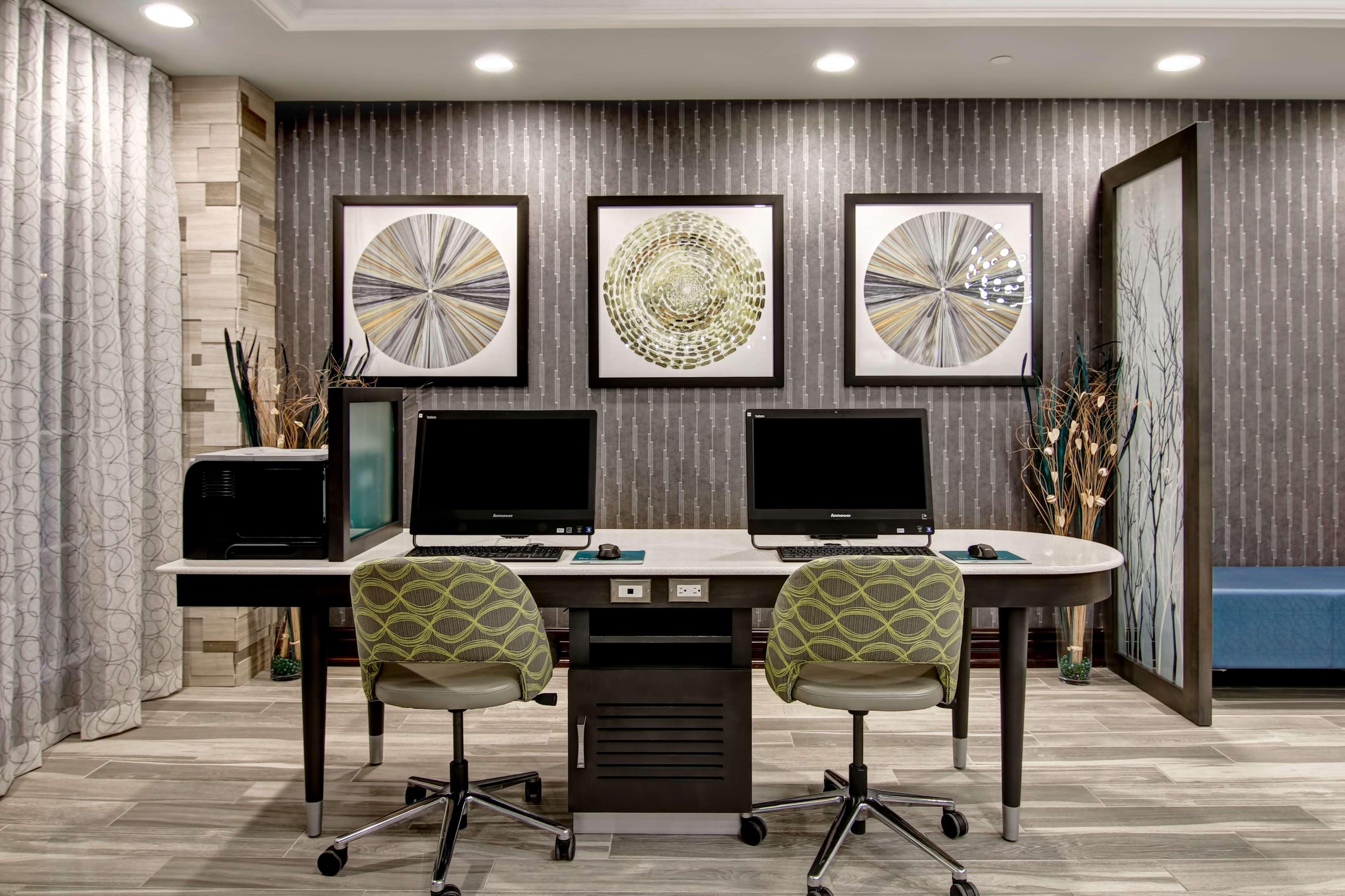 Homewood Suites by Hilton Burlington in Burlington: Business Center