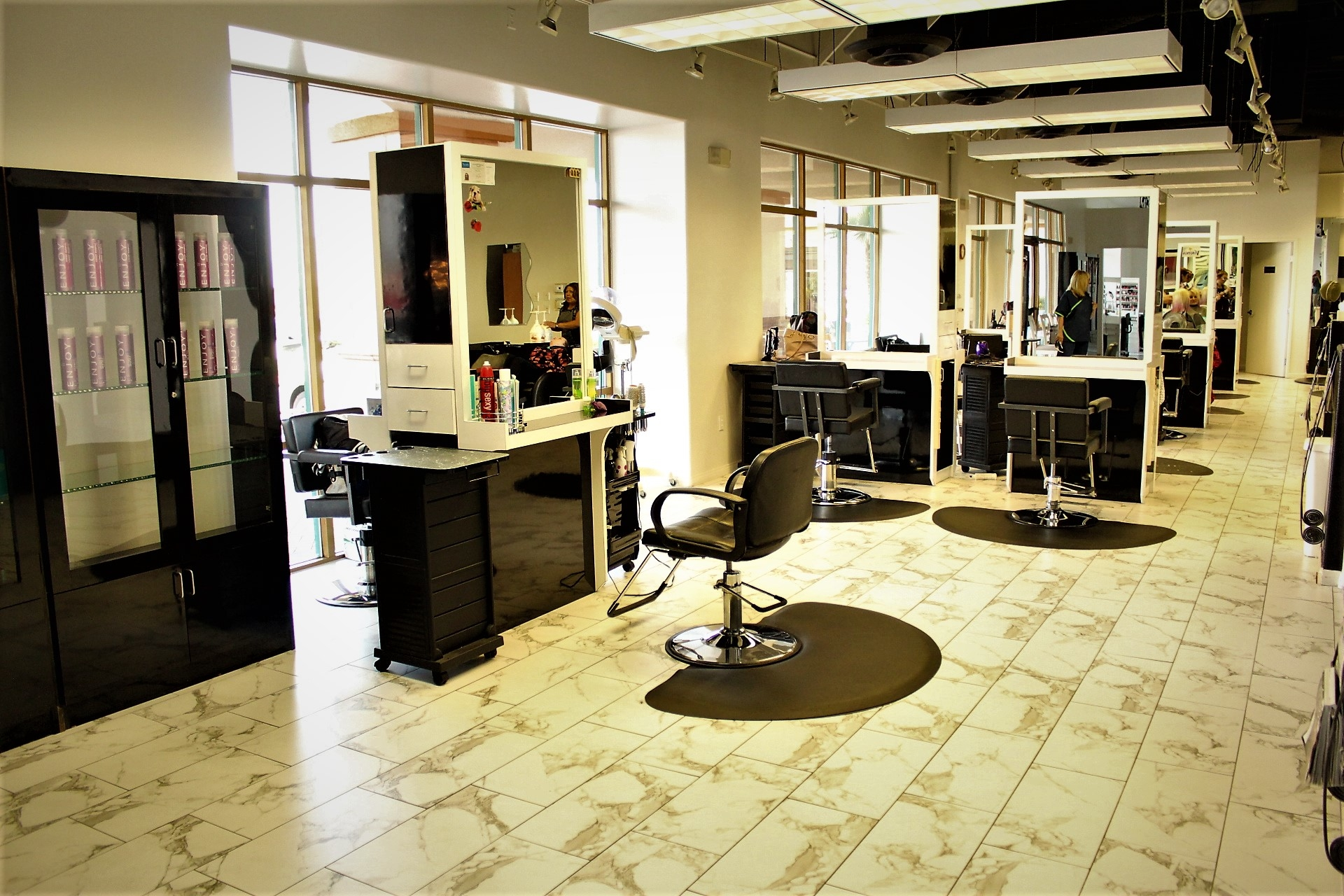 Dolphin Court Salon And Day Spa