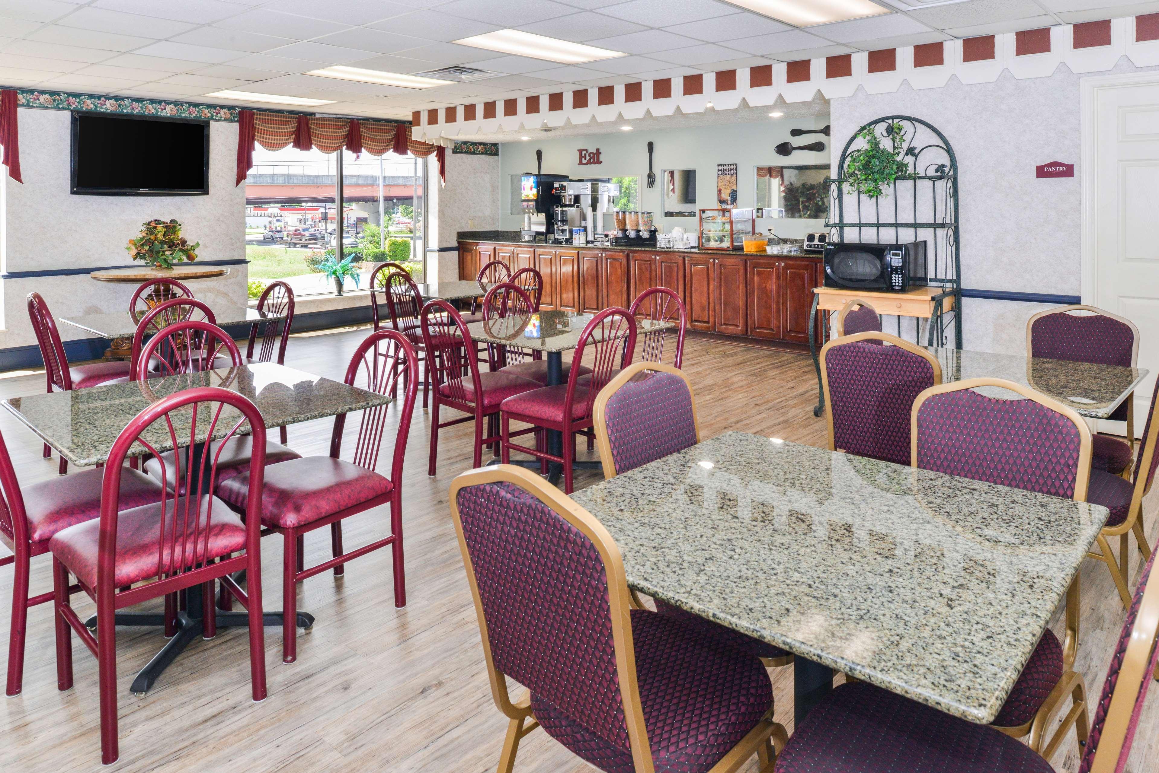 Americas best value inn goodlettsville n nashville for The rivergate