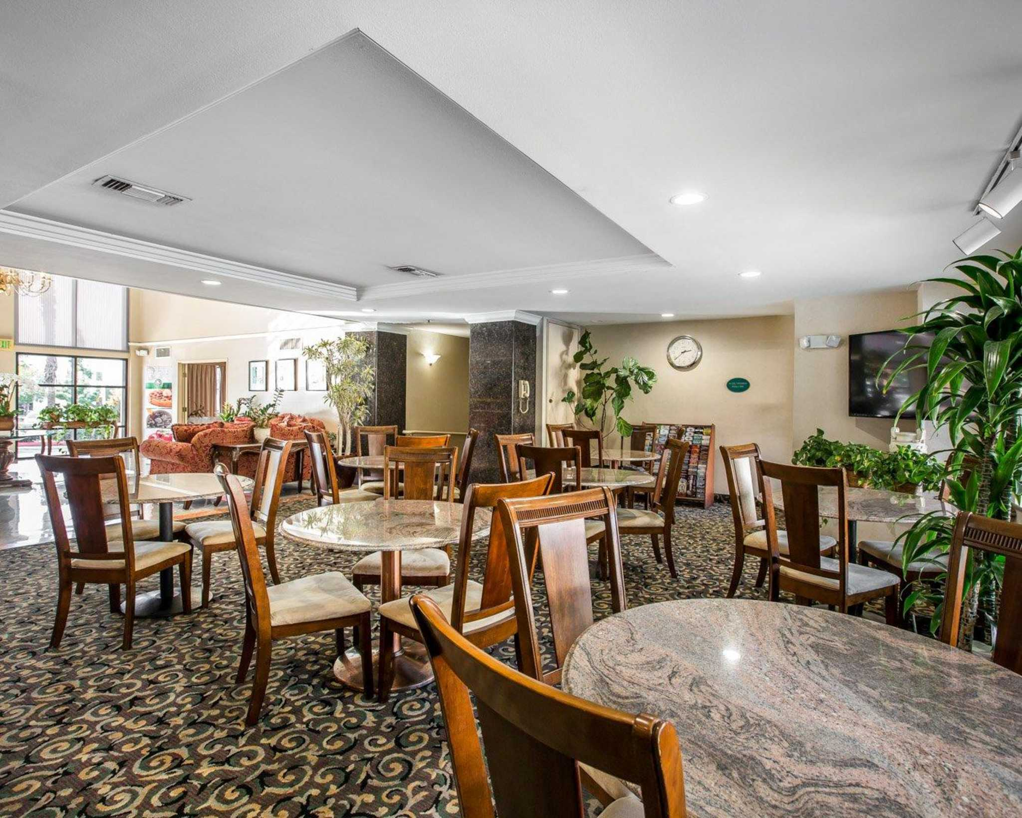 Quality Inn Amp Suites Walnut California Ca