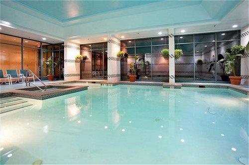 Holiday Inn Express & Suites Va Beach Oceanfront image 4