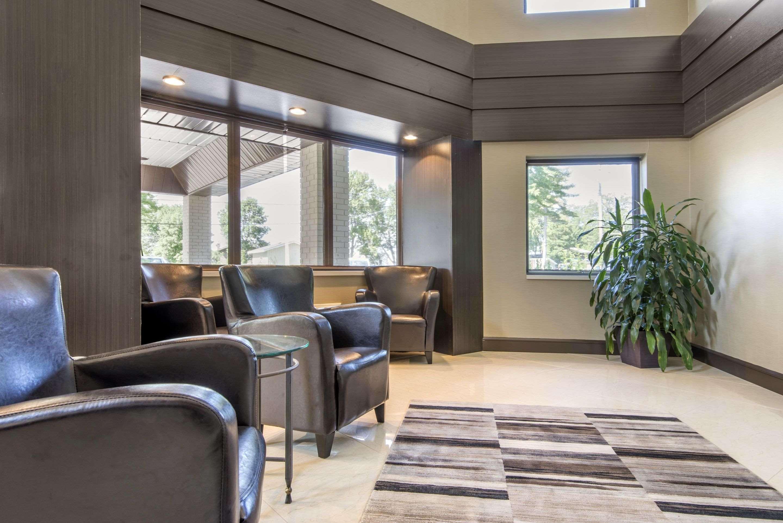 Comfort Inn in North Bay: Hotel lobby