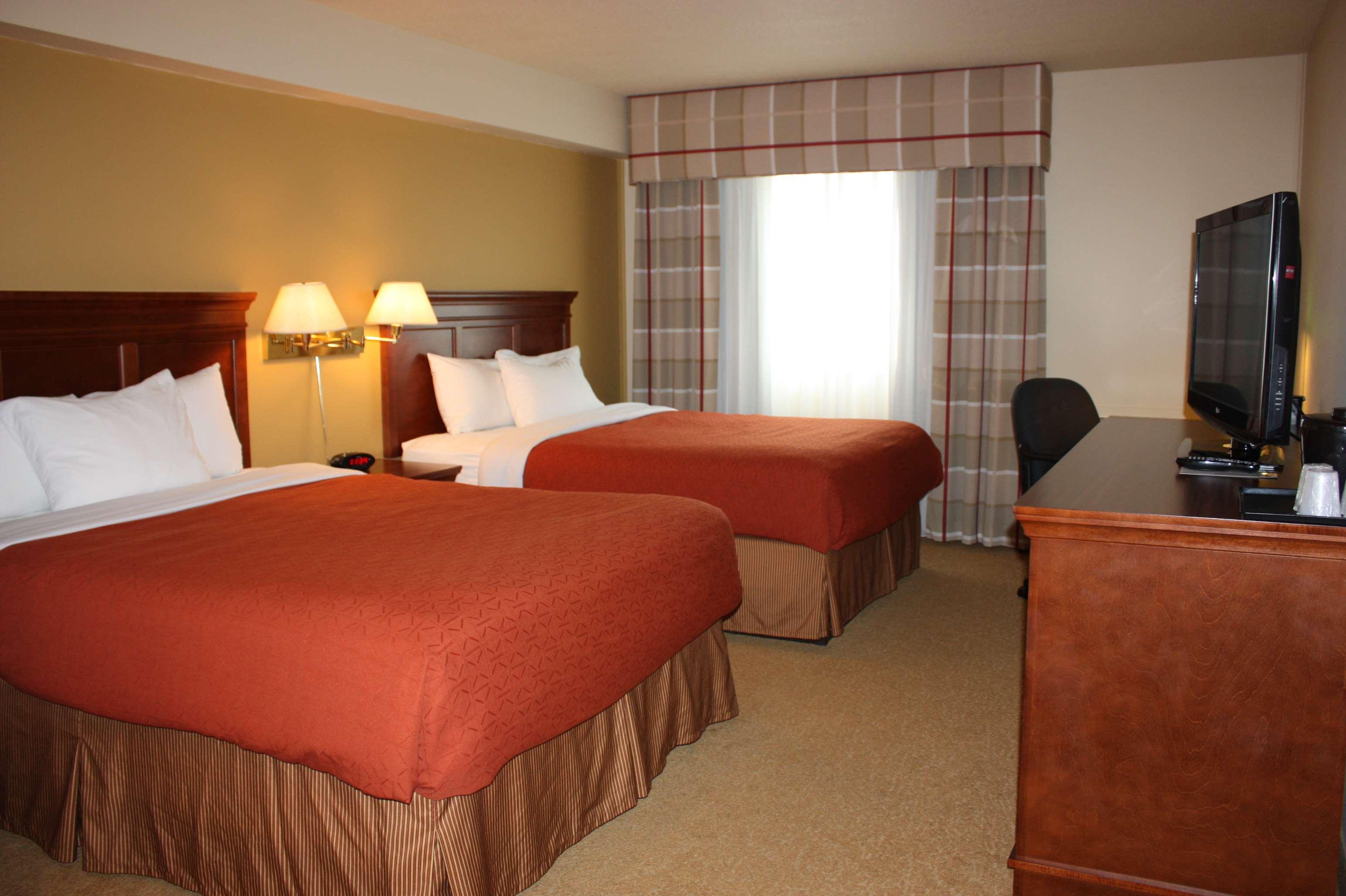 Country Inn & Suites by Radisson, Regina, SK in Regina: 2 Queen Beds