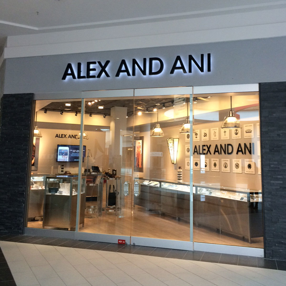 Alex and ani in garden city ny 11530 for Roosevelt field jewelry stores