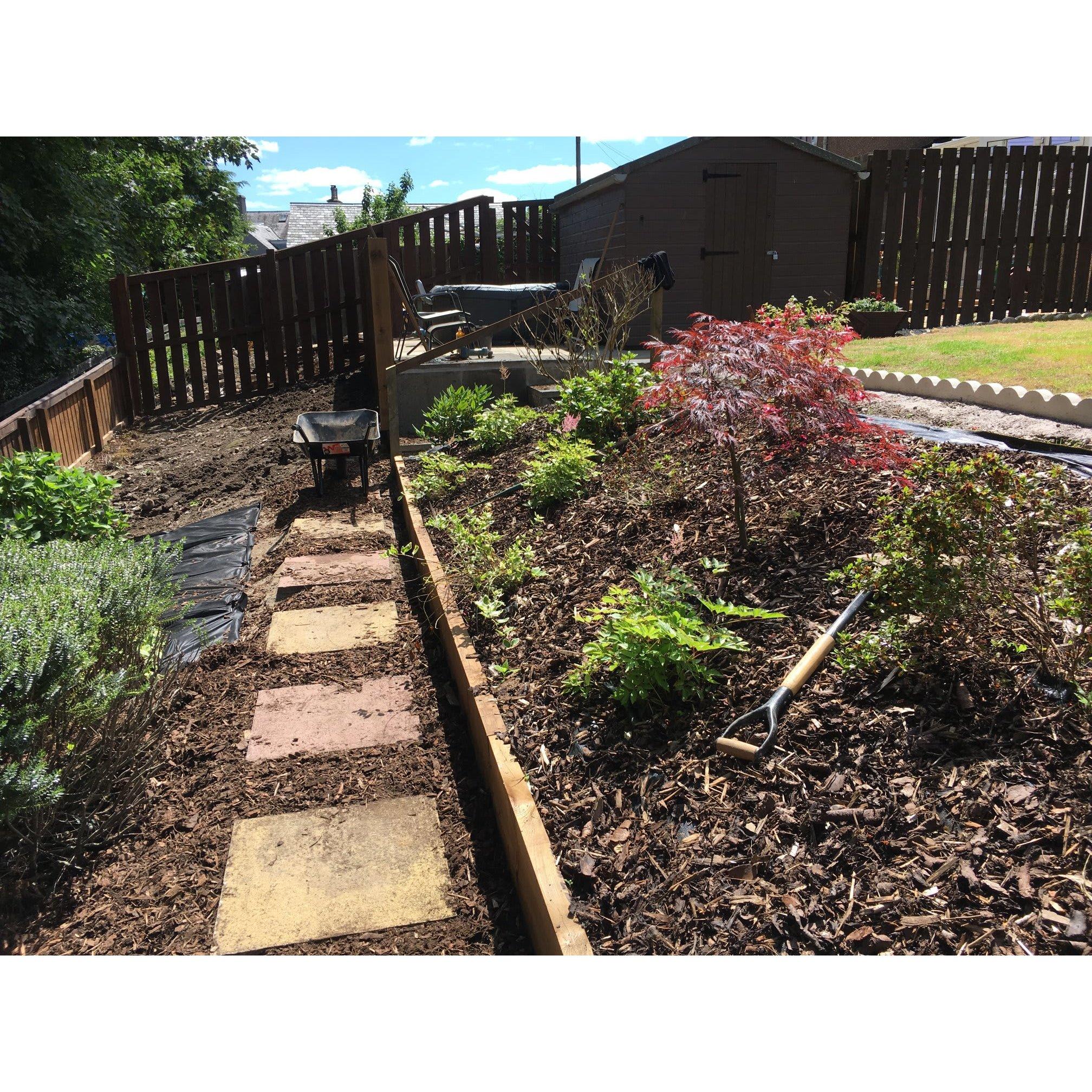 Landscape contractors kirknewton opendi for Gardening contractors