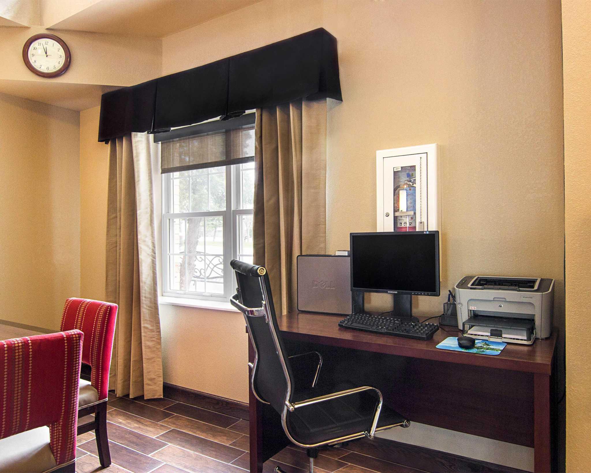 Comfort Inn Amp Suites Coupons Grafton Wi Near Me 8coupons