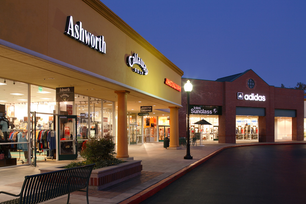 Gilroy outlet mall--overview