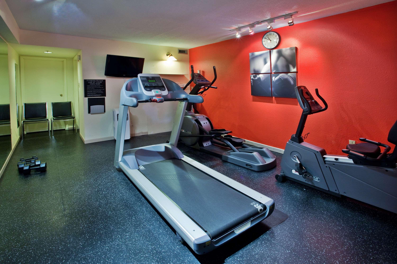 Country Inn & Suites by Radisson, Saskatoon, SK in Saskatoon: Fitness Room