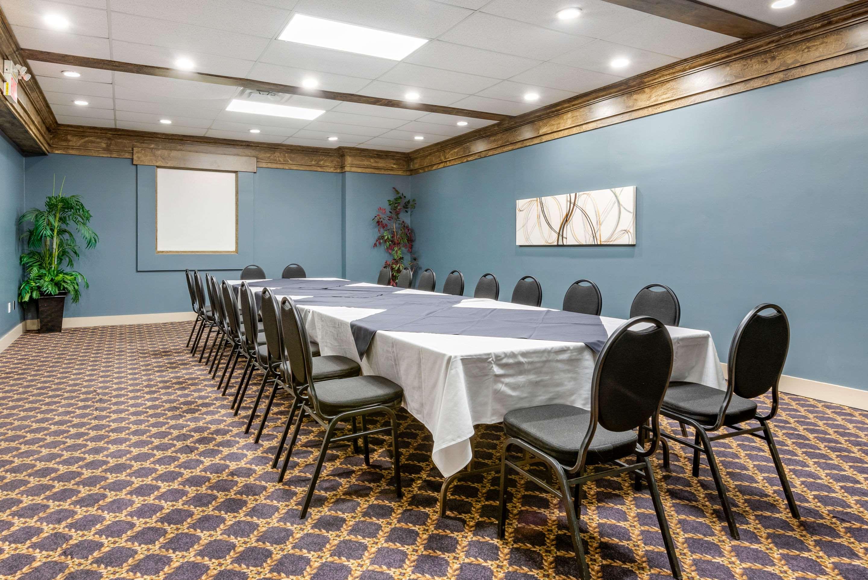 Meeting room Quality Inn Sarnia (519)344-1157