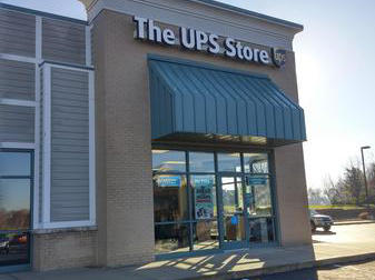 front of the ups store at 833 SW Lemans Ln