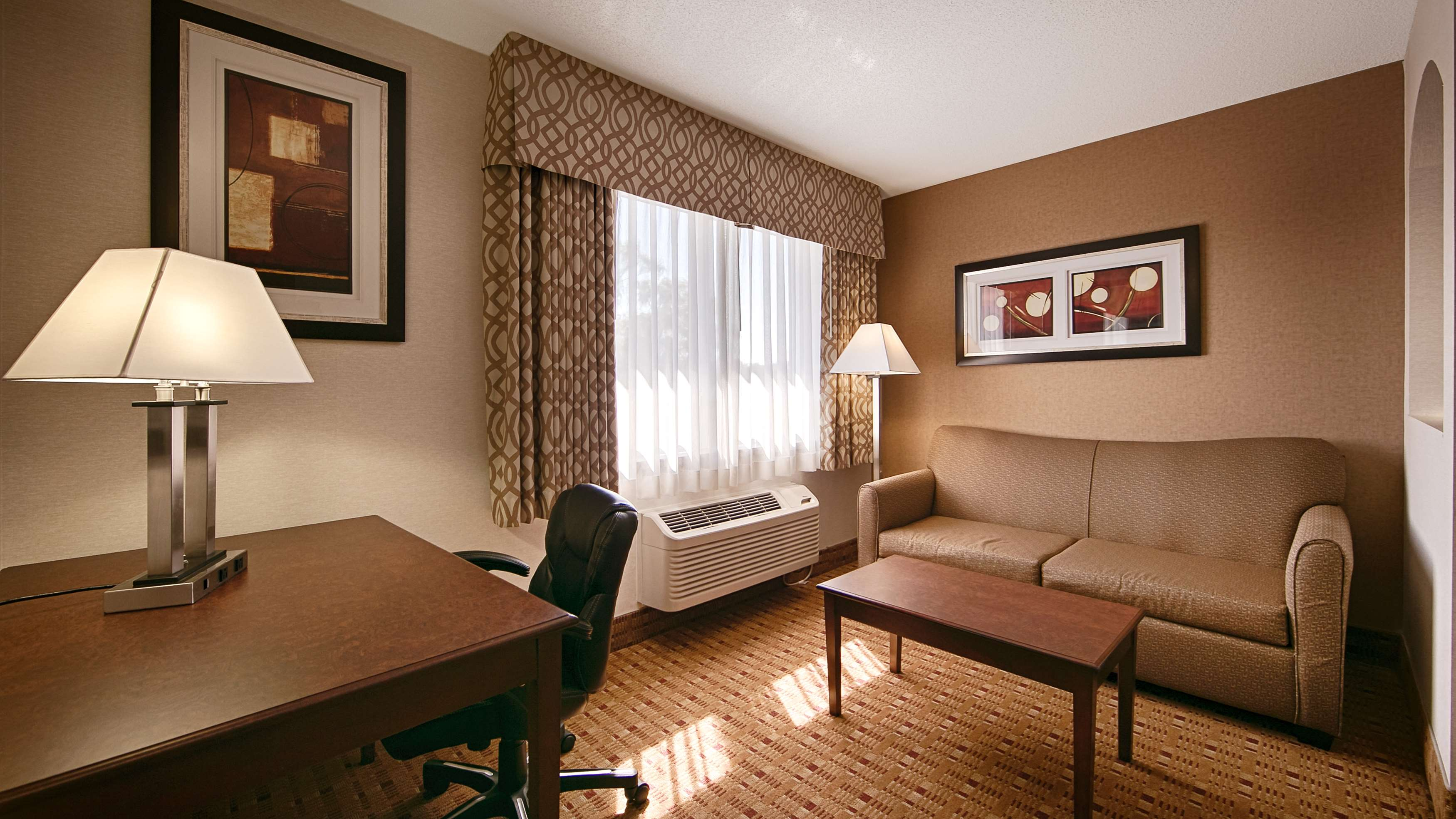 Guest Room Best Western Plus Burlington Inn & Suites Burlington (905)639-2700