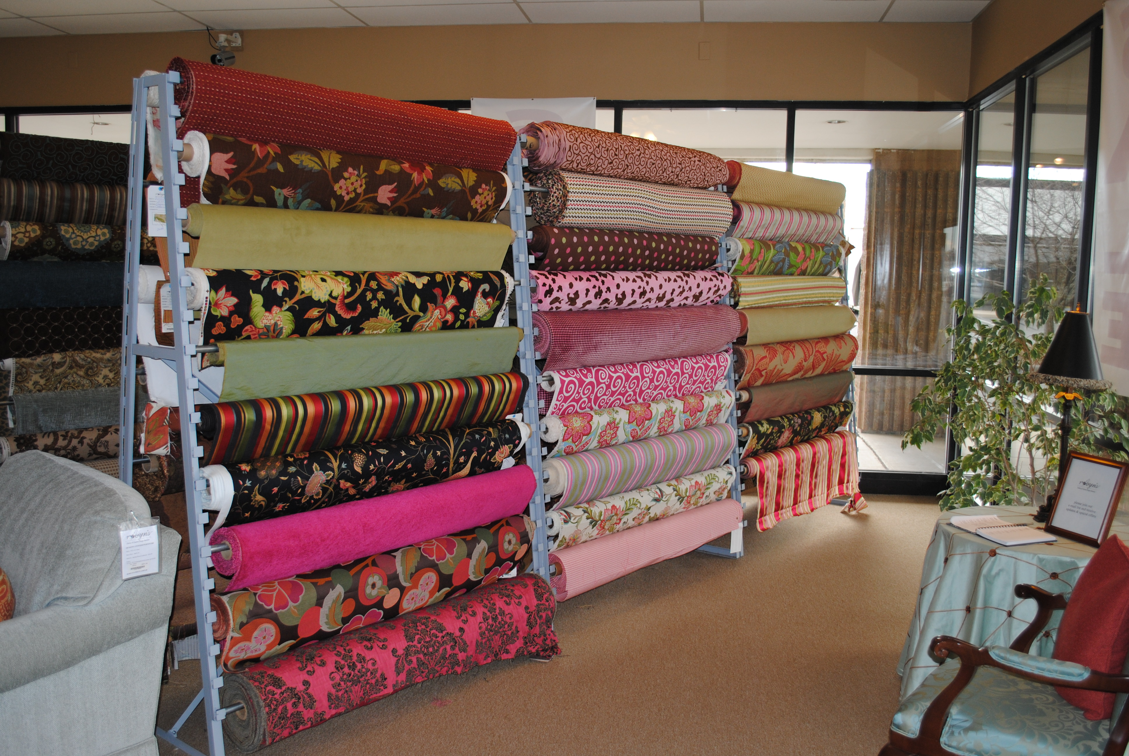 Robyn's Fabrics & Custom Design Interiors
