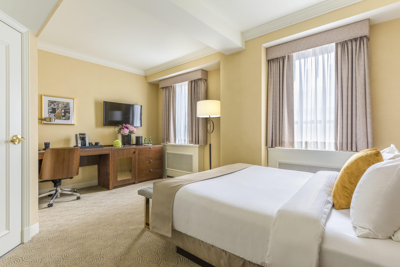 Standard Queen Room at Warwick Allerton - Chicago