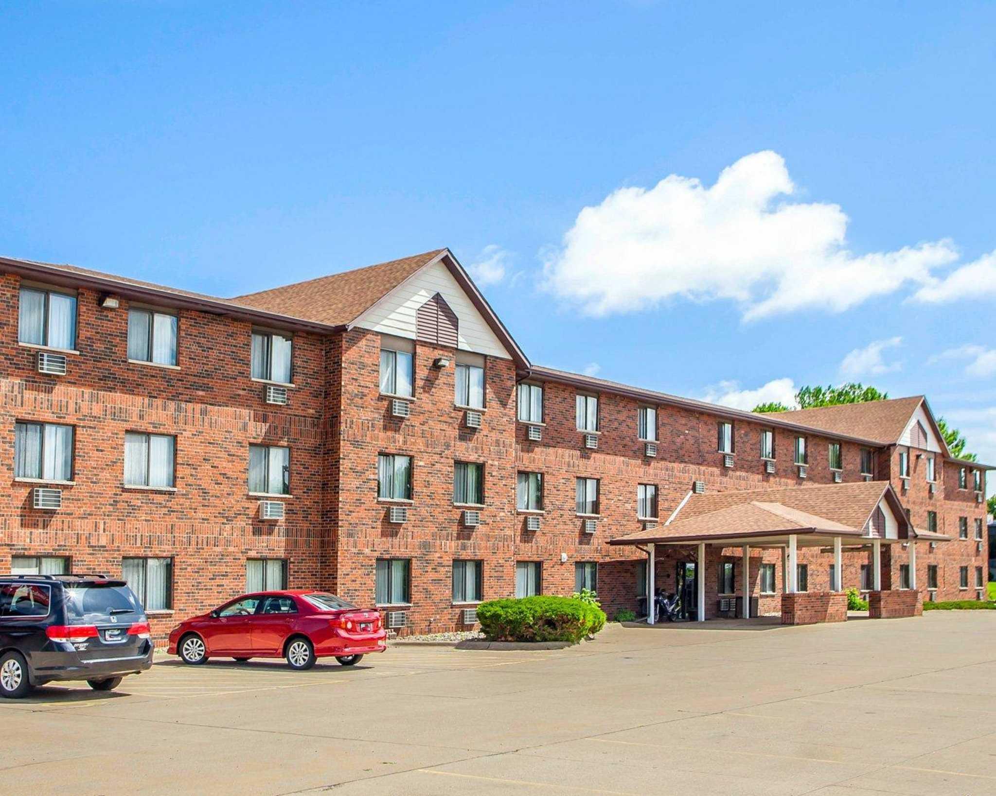Econo Lodge Inn  U0026 Suites  Bettendorf Iowa  Ia