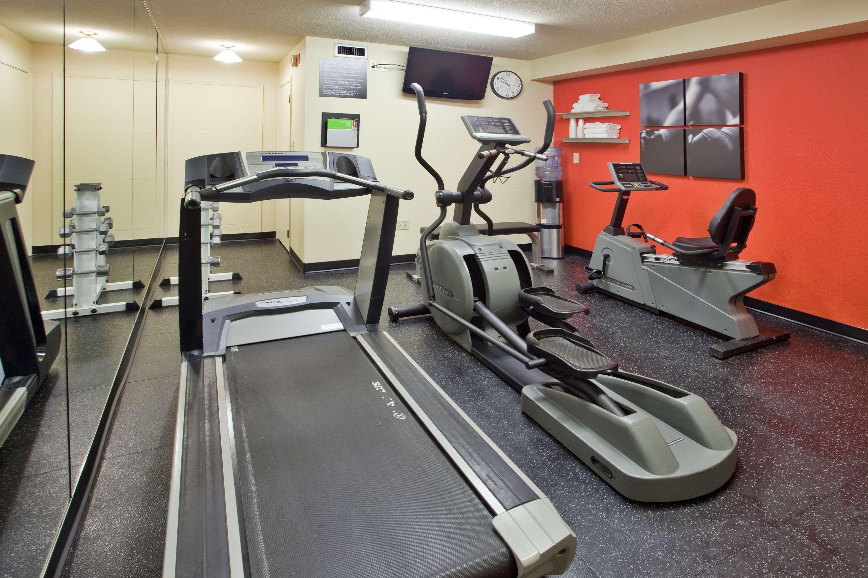 Country Inn & Suites by Radisson, Regina, SK in Regina: Fitness Center