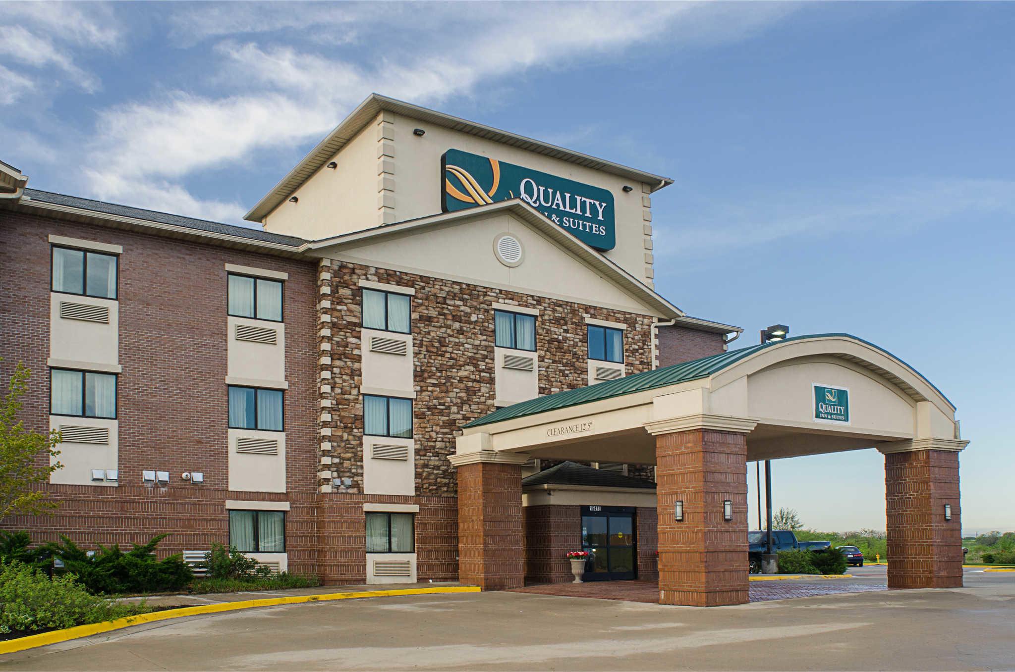 Quality Inn Amp Suites Olathe Kansas City In Olathe Ks