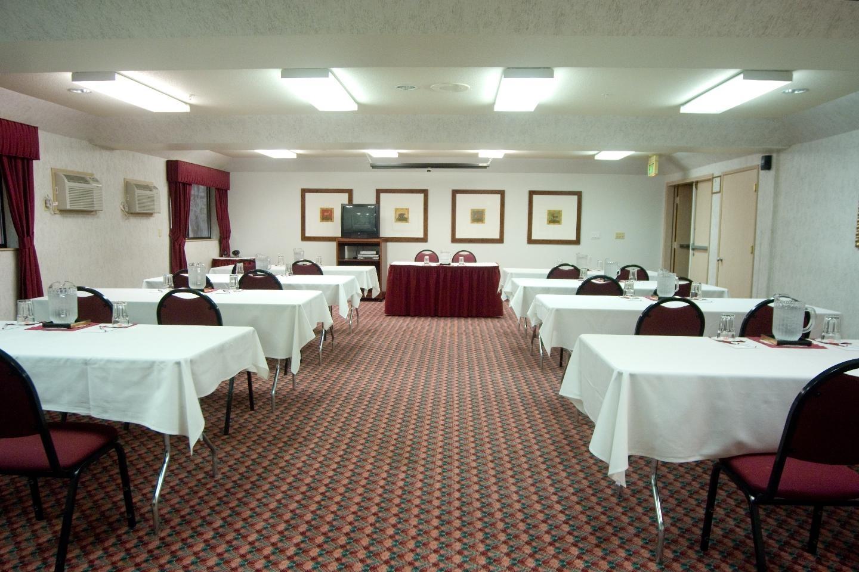 Phoenix Inn Suites - South Salem image 11