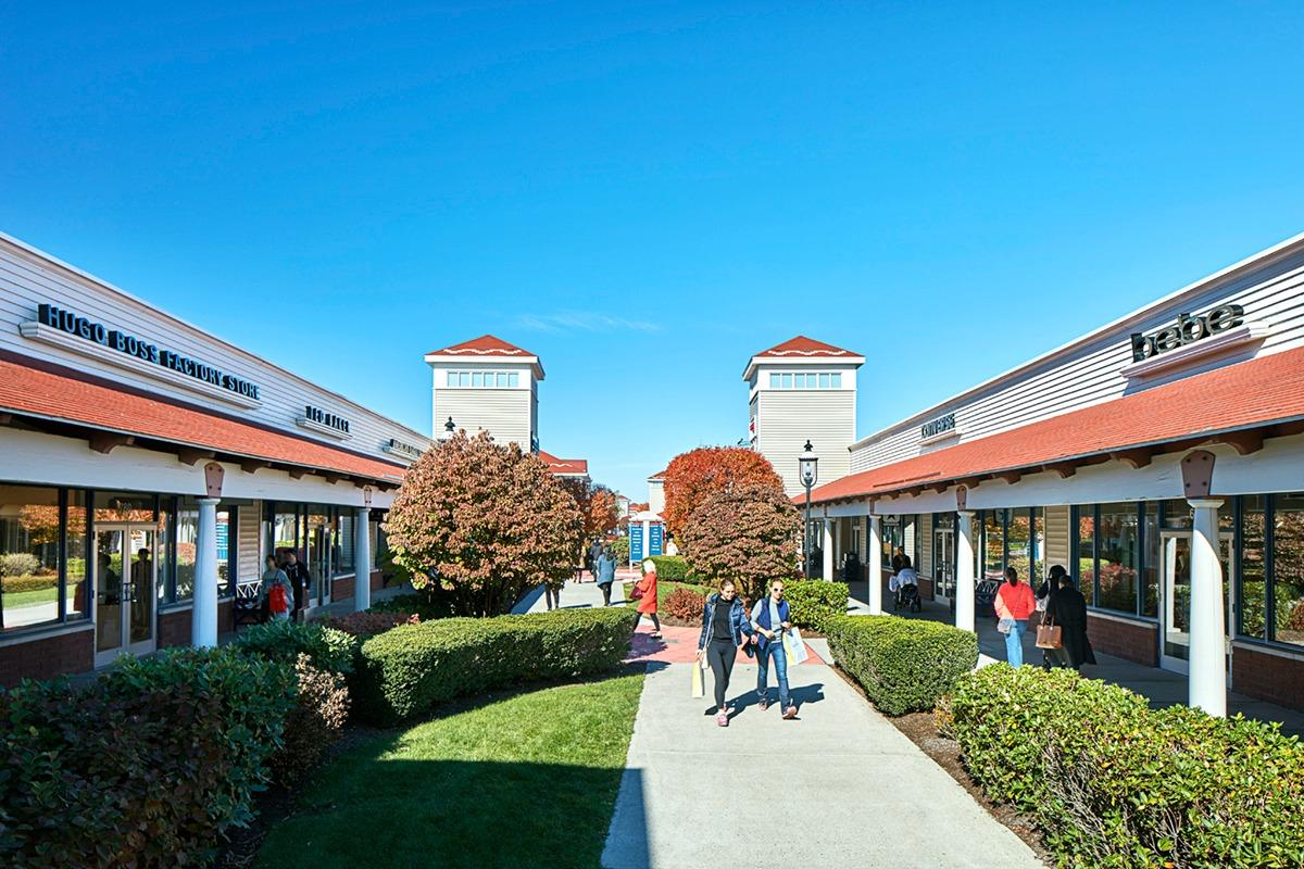 Find outlet stores of Wrentham Village Premium Outlets in Boston Area, including locations, hours, websites and phone numbers.
