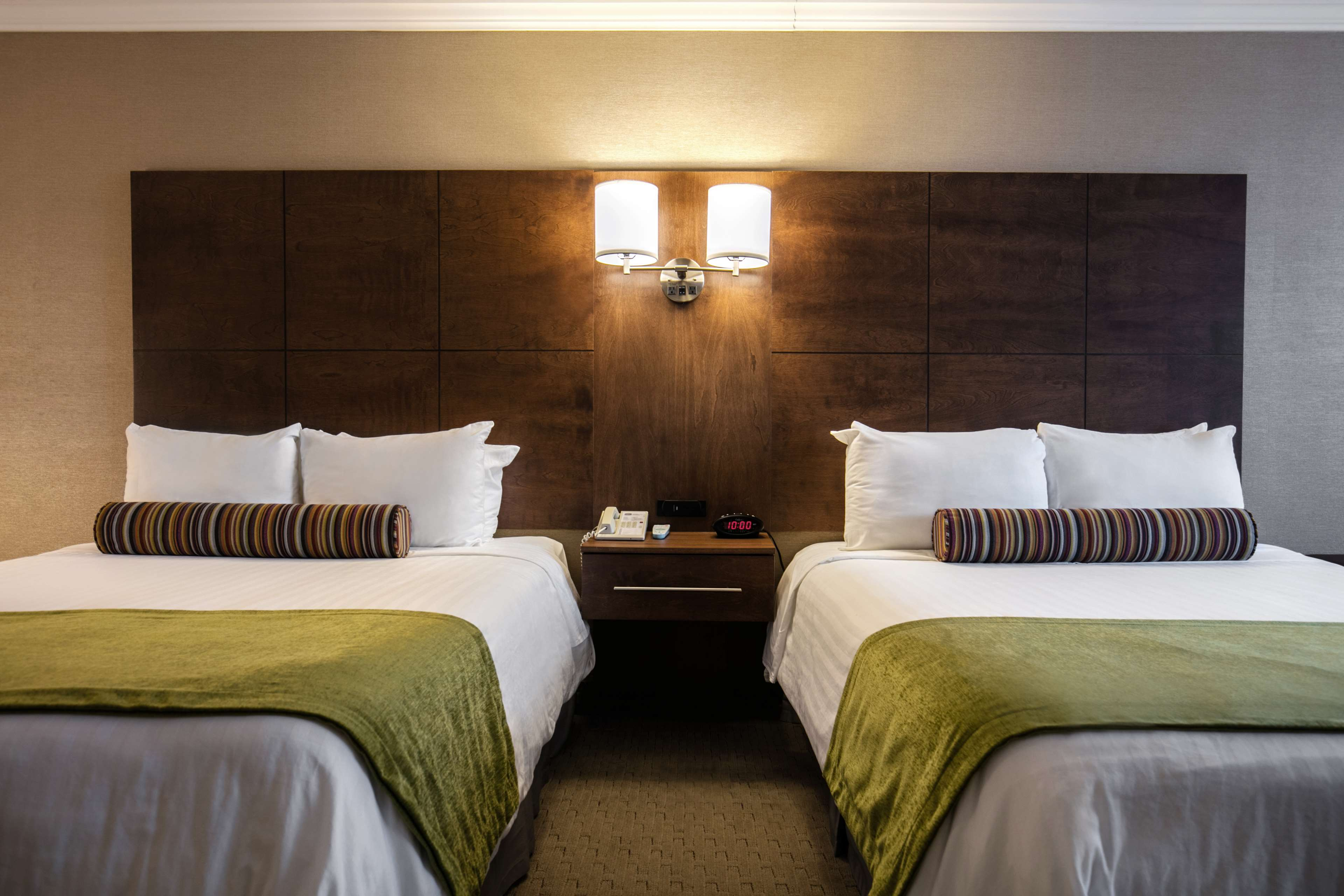 Best Western Ville-Marie Montreal Hotel & Suites à Montreal: Guest Room with Two Queen Beds