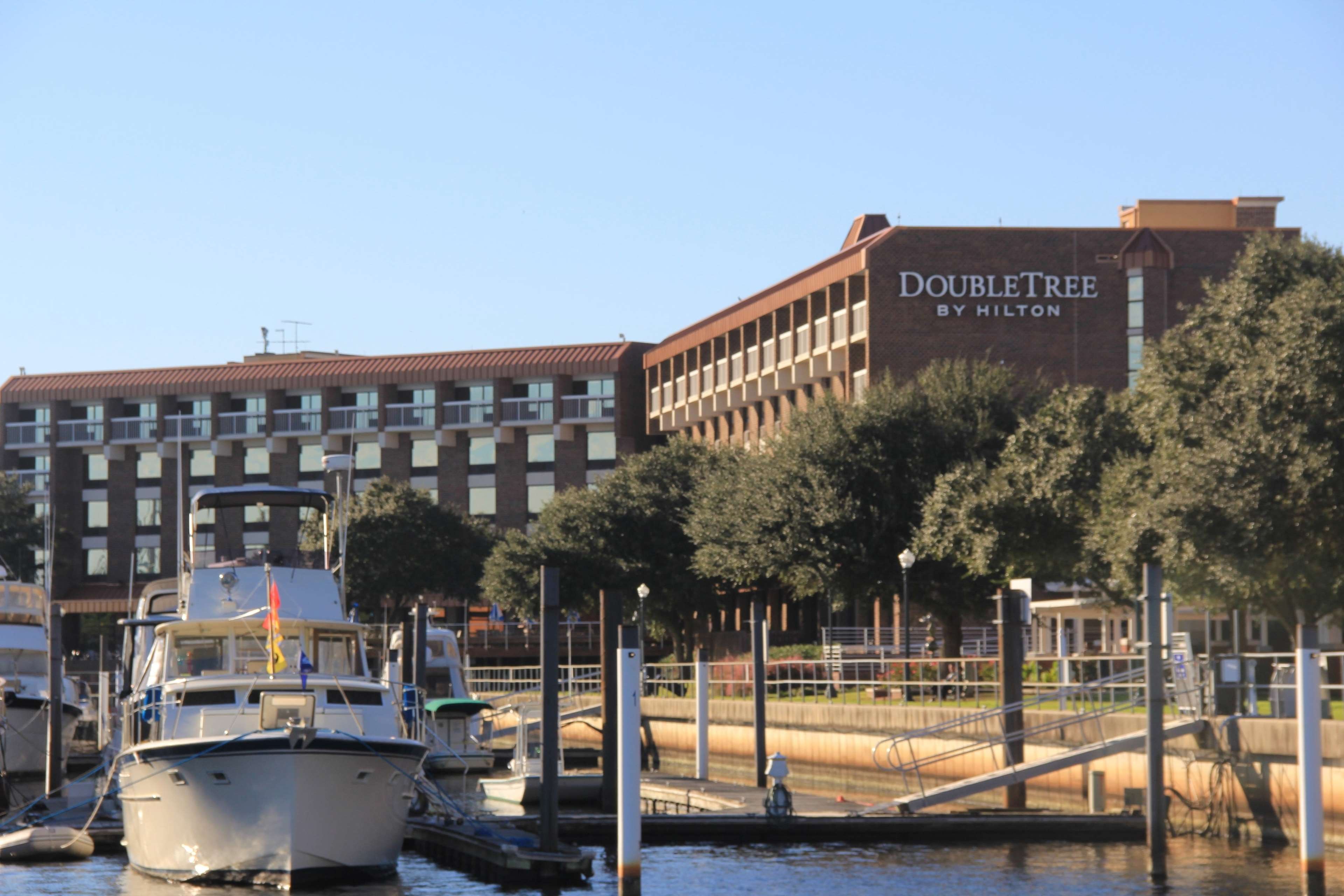 Doubletree by hilton hotel new bern riverfront coupons new for Modern hotels near me