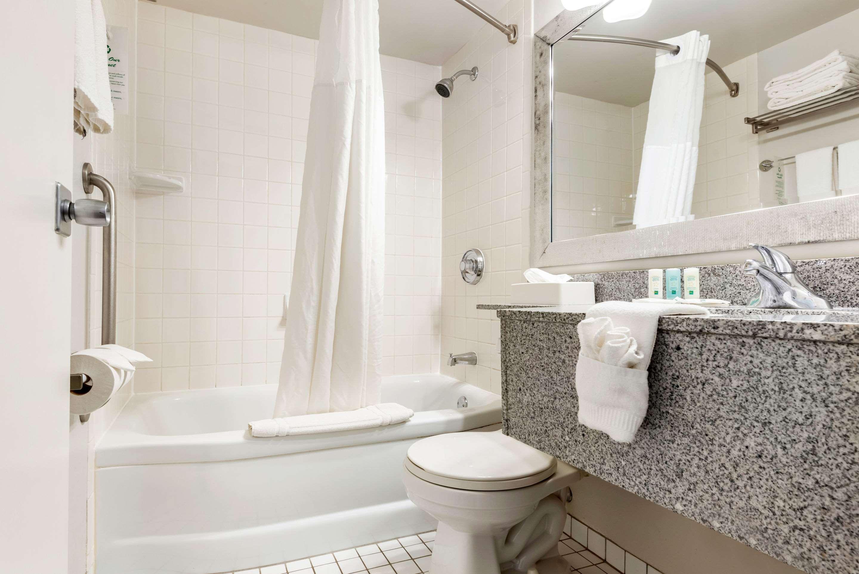Bathroom in guest room Quality Inn Sarnia (519)344-1157