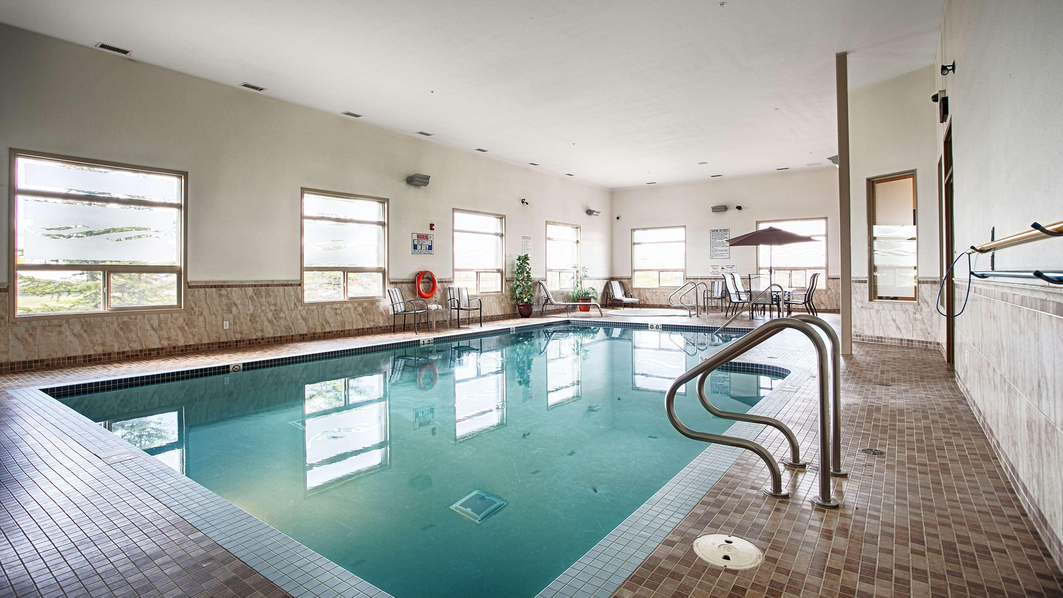 Indoor Pool Best Western Wainwright Inn & Suites Wainwright (780)845-9934