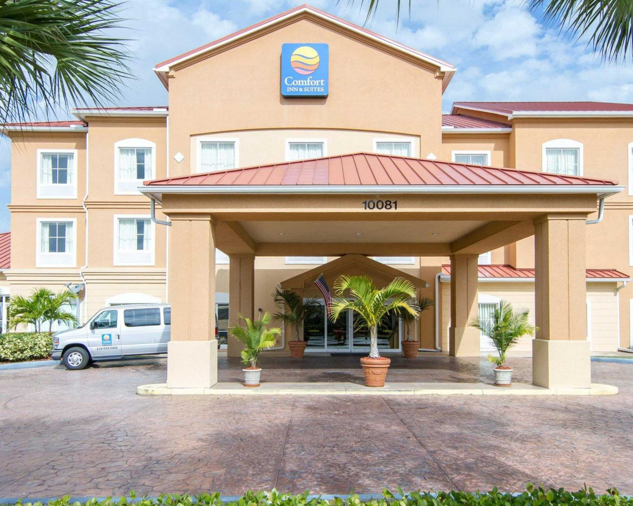 Comfort Inn Amp Suites Airport In Fort Myers Fl 33913