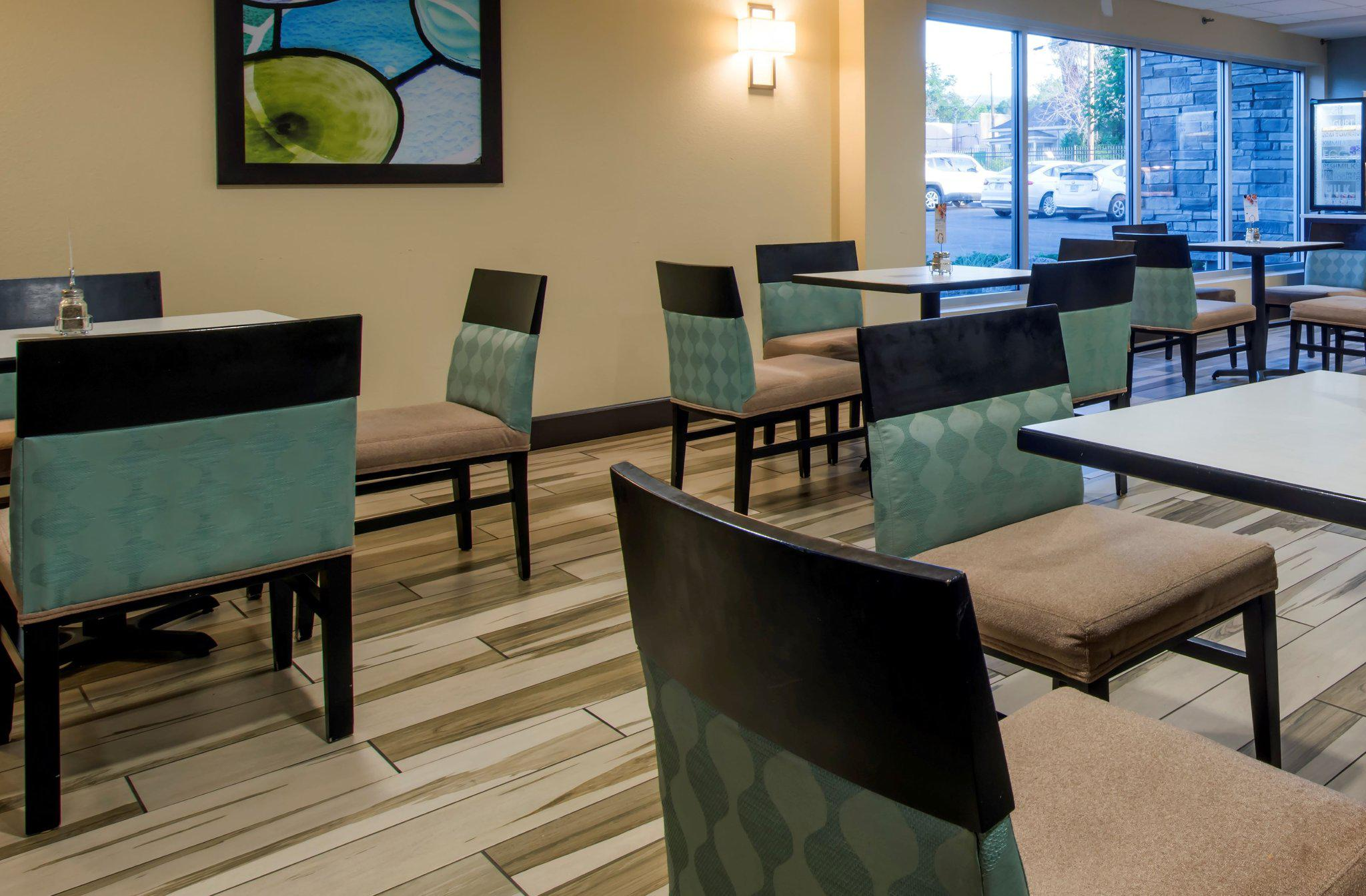 Holiday Inn Express & Suites Colorado Springs Central, an IHG Hotel