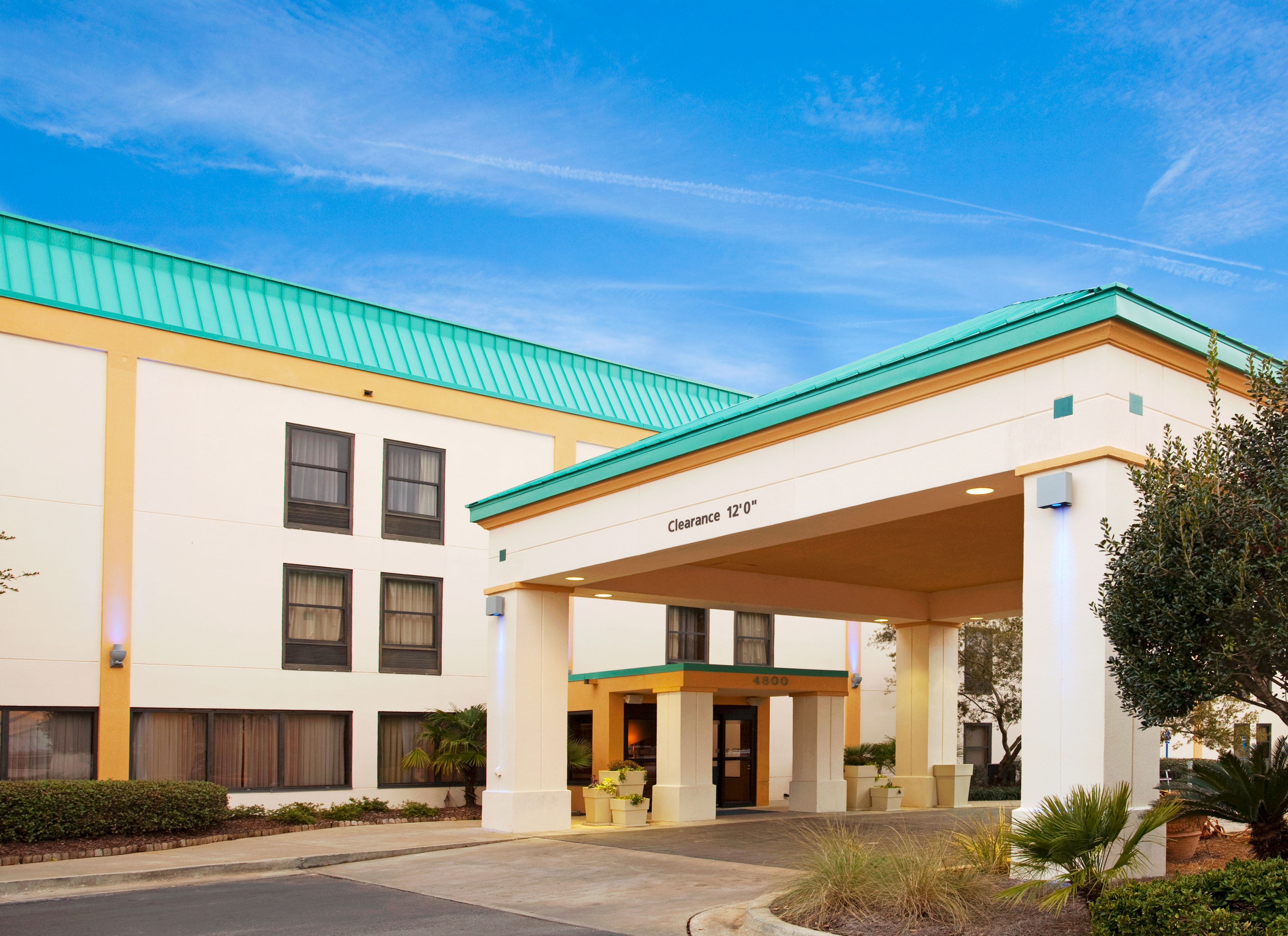 Holiday inn express suites parkersburg east coupons near for Hotels 8 near me